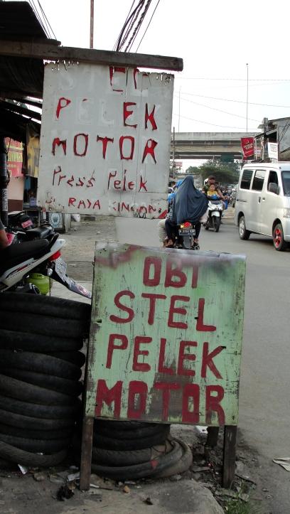 """Change/install motorbike's rims"""